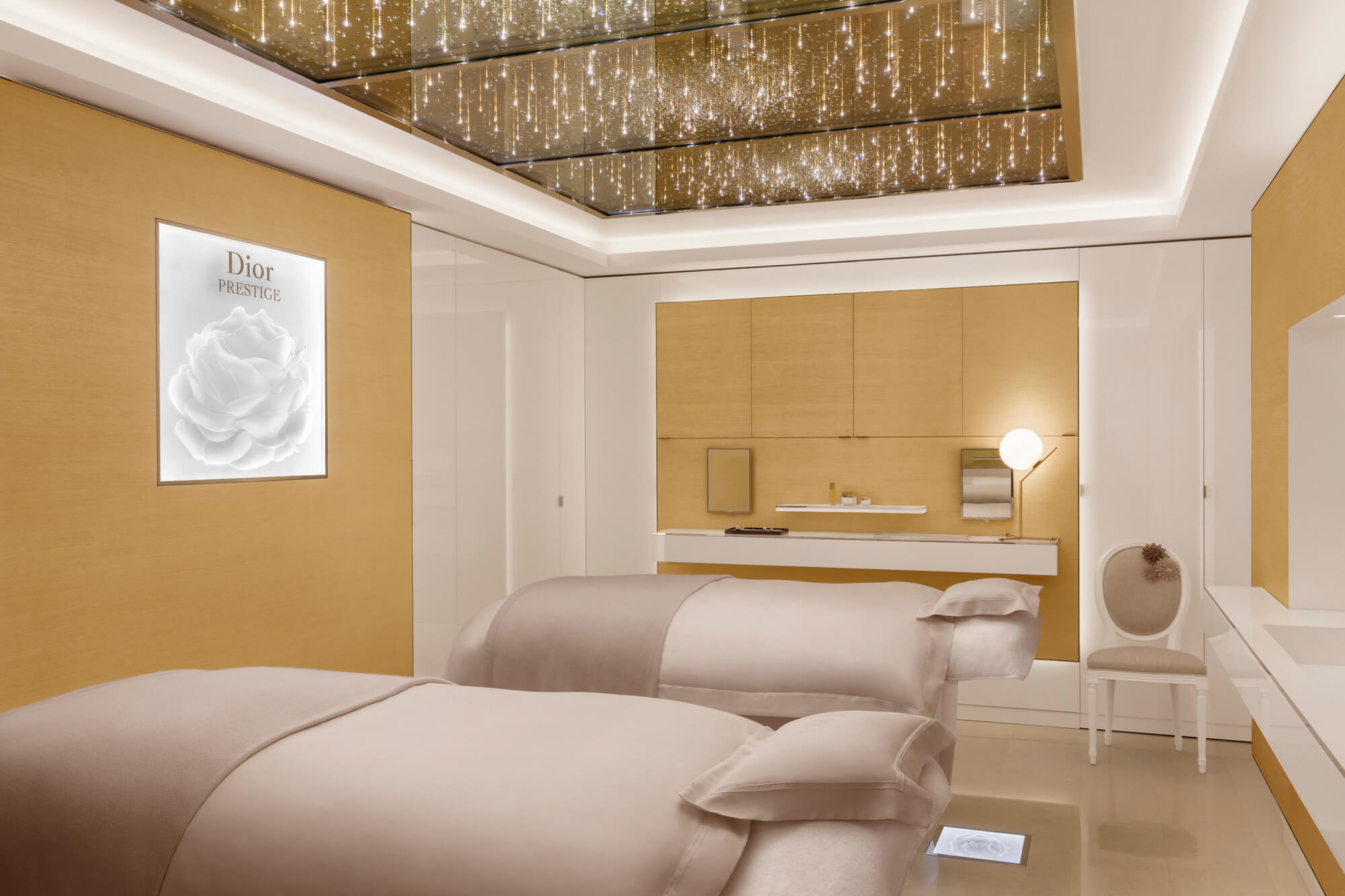 The magnificent double room for the ultimate Spa treatment © Photographer J Galland