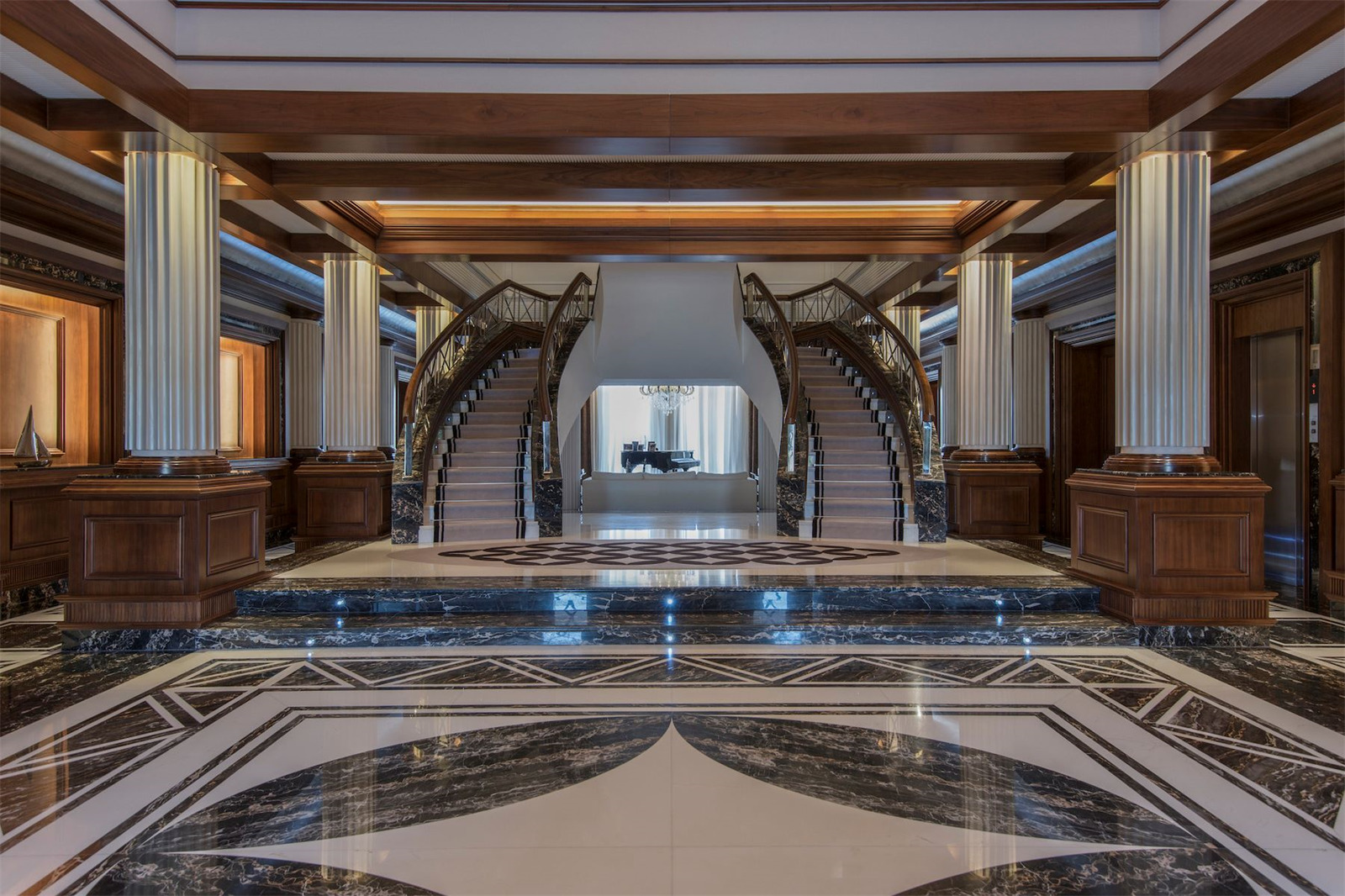 A Grand Entrance © Gulf Sotheby's