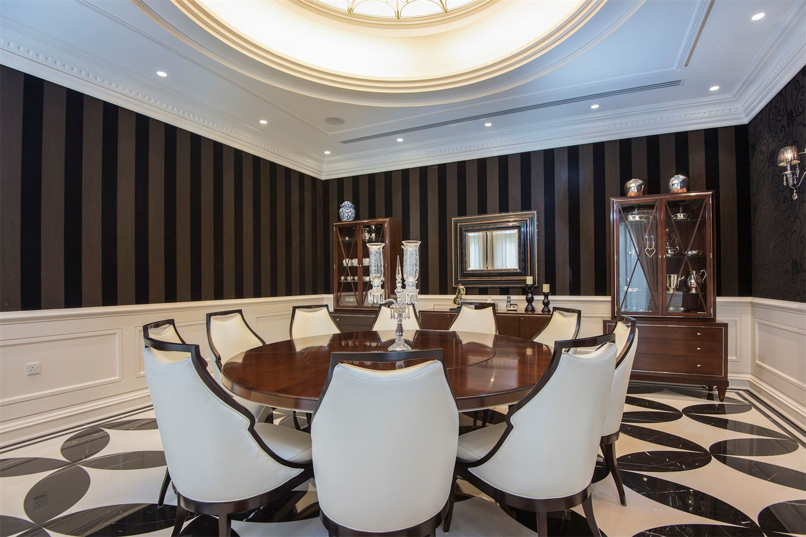 Magnificent Dining Room © Gulf Sotheby's