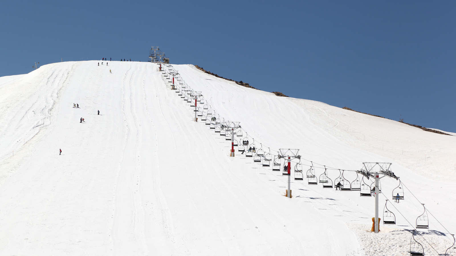 Hit the slopes just an hour from the beautiful shoreline of Beirut © Four Seasons