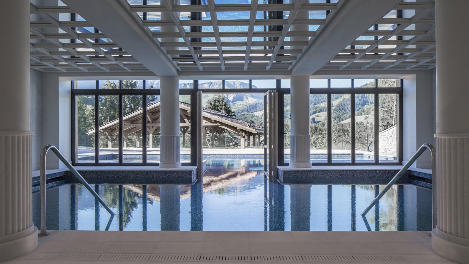 The beautiful indoor outdoor pool © Four Seasons
